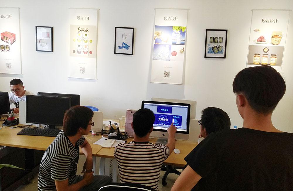 广西大明山泉包装箱设计-包装箱设计稿成型过程