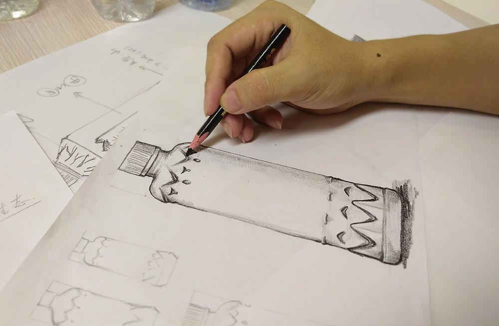 大明山泉包装设计-瓶型创意手稿绘制阶段
