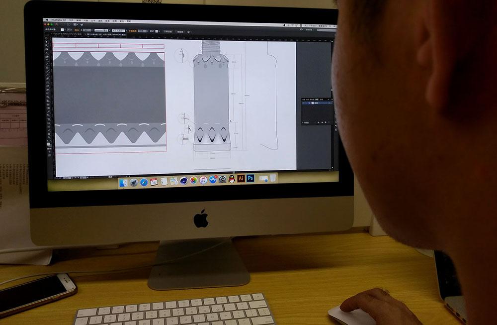 广西大明山泉包装设计-设计师通过电脑绘制瓶型效果