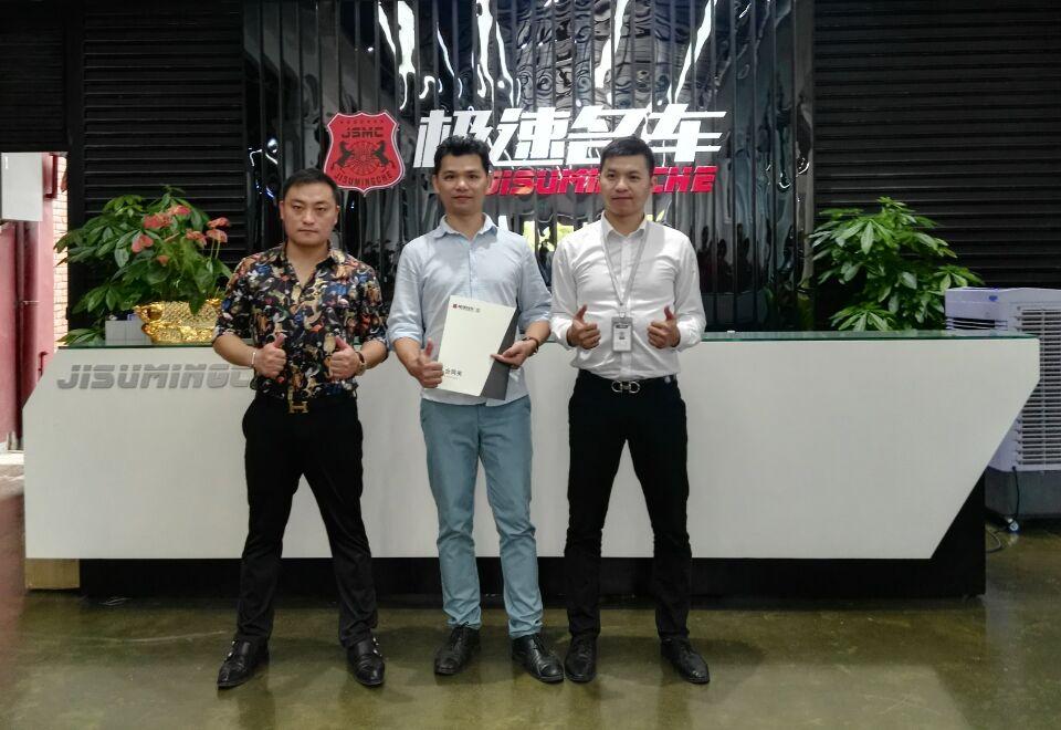 锐言设计CEO梁宏宁与广州极速名车武宗龙董事长及CEO韦玮达成战略合作签约留影